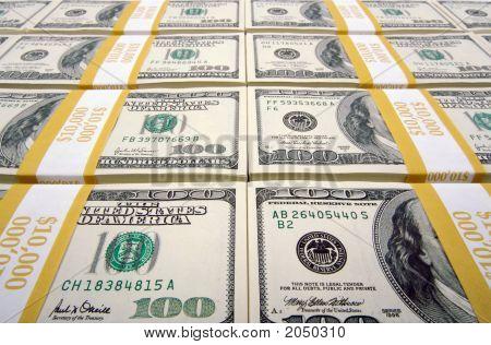 Pilhas de notas de cem dólares