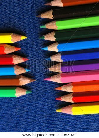 Lápices de colores en una fila