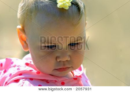 Bebé pensativo