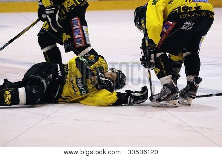 hurt hockey player