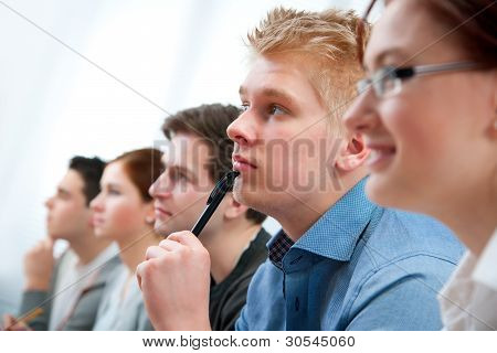 Gruppe von Schülern im Klassenzimmer