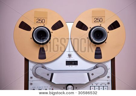 Open Metal Reels With Tape For Professional Sound Recording with NAB adapters