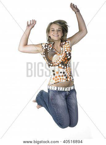 blondes Mädchen springen