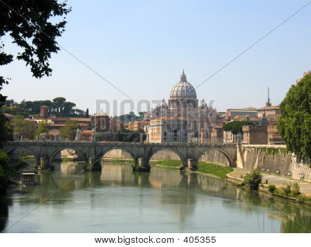 St Peters Basilica Over Fiume Tevere, Vatican City, Rome