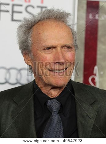 "LOS ANGELES - 03 de NOV: Clint Eastwood que chegam para ""J. Edgar"" Los Angeles Premiere no dia 03 de novembro, 2"