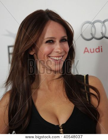 LOS ANGELES - NOV 03:  Jennifer Love Hewitt arriving to