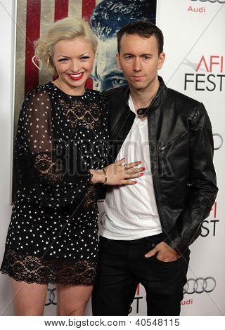 """LOS ANGELES - 03 de NOV: Francesca Eastwood & Tyler Shields, chegando a Premier de Los Angeles """"J. Edgar"""""""
