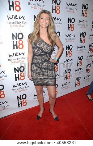 LOS ANGELES - DEC 12:  Amber Smith arrives to the NOH8 4th Anniversary Party at Avalon on December 12, 2012 in Los Angeles, CA