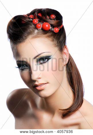 Creatividad peinado y maquillaje de moda