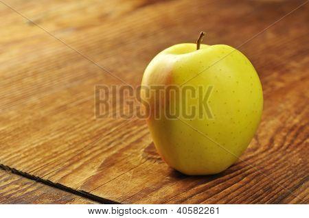 Golden Delicious Apple
