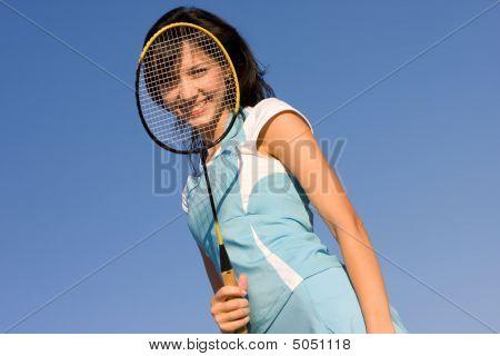 Chica jugar bádminton