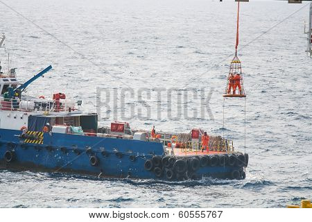 Workers are lifted by the crane to the offshore platform, Transfer crews by personal basket from the