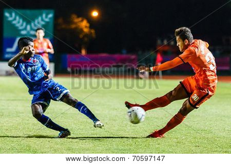 Sisaket Thailand-august 13: David Bala Of Sisaket Fc. (orange) Shooting Ball During Thai Premier Lea