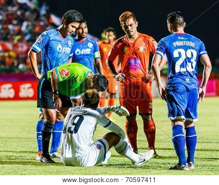 Sisaket Thailand-august 13: Ekkapan Jandakorn Of Sisaket Fc. (orange) In Action During Thai Premier