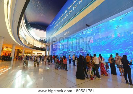 DUBAI - OCTOBER 15: The Dubai Mall linterior on October 15, 2014 in Dubai, UAE. The Dubai Mall located in Dubai, it is part of the 20-billion-dollar Downtown Dubai complex, and includes 1,200 shops.