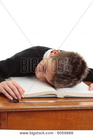Estudiante de la escuela cansado o aburrido