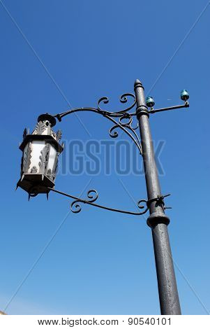 Spanish streetlight.
