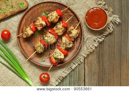 Traditional delicious turkey kebab skewer barbecue meat with tomatoes and sauce on clay dish.