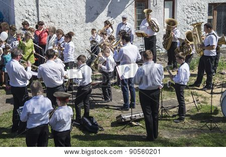 Mstyora,Russia-May 9,2015: Group Musician Plays On Holiday In Honour Of Day Of The Victory
