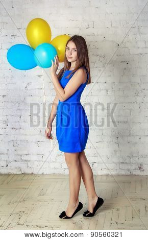 Teen girl with baloons