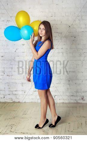 Teen girl with baloons