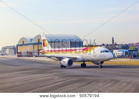 Iberia Airbus Heads Toward Terminal 4