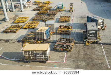 Container pallets of several Airlines