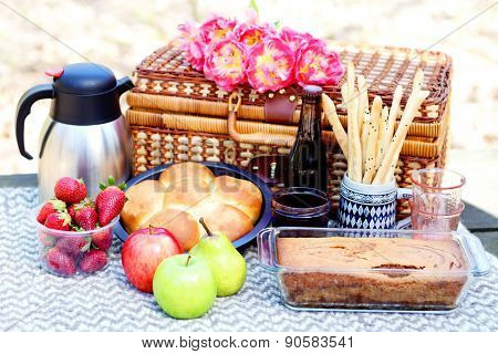 let's go for a picnic - food and drink