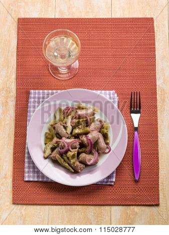 sausage with artichoke and onions
