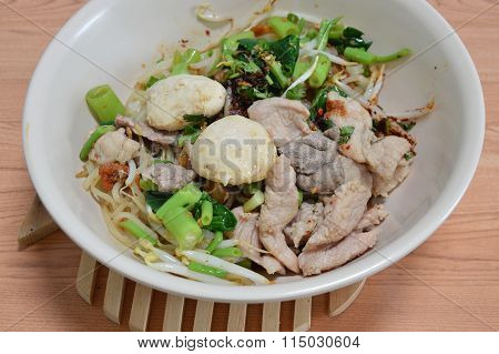 rice noodle with pork ball and boiled pork