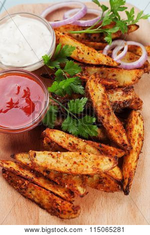 Roasted spicy potato wedges with salsa and onion dip