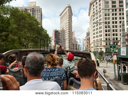 Flatiron Building Facade With Tourists In Bus