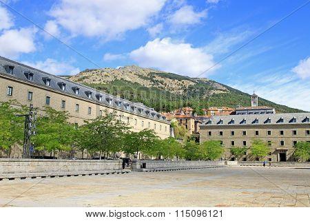 San Lorenzo De El Escorial, Spain - August 25, 2012: Square In Front Of El Escorial With Historical