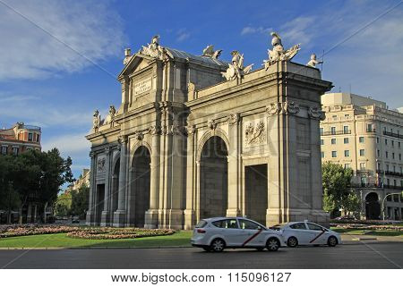 Madrid, Spain - August 25, 2012: The Puerta De Alcala (alcala Gate) On The Plaza De La Independencia