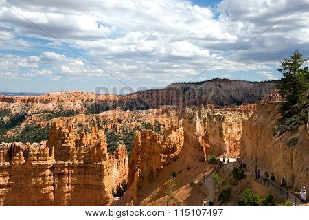 Bryce Canyon National Park Hoodoos Tourists Utah