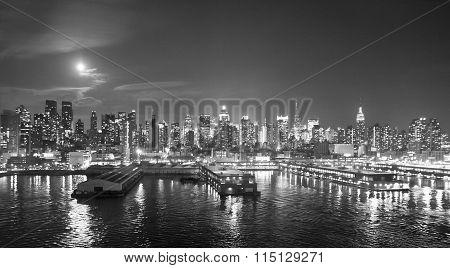 Panoramic View Of Midtown Manhattan Black And White