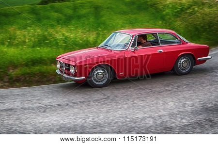 alfa romeo junior scalino red