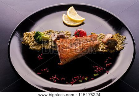 Grilled Salmon Whit Vegetables