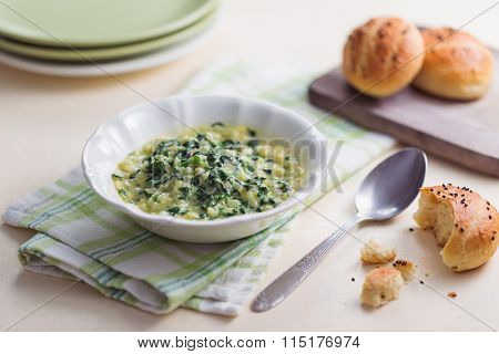 Creamy spinach dip with milk buns