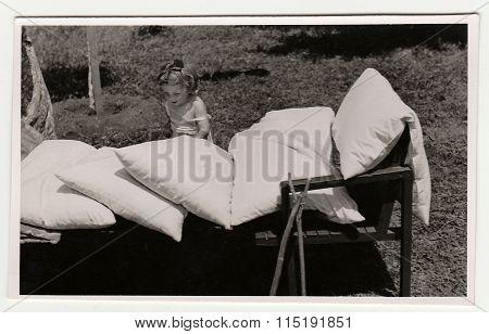 Vintage photo shows a small girl, circa 1942.