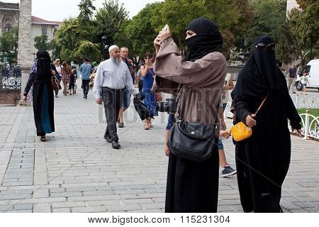 Islamic women with cellphone