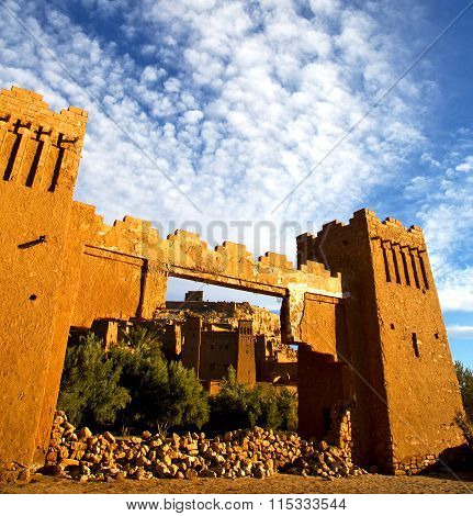 Africa  In Histoycal Maroc  Old Construction  And The Blue Cloudy  Sky