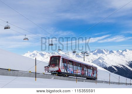 A driving funicular in the Parsenn ski resort