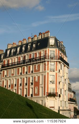 Paris, France - November 27, 2009: Residential Building On Montmartre Near Basilica Of The Sacred He