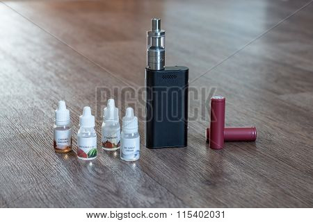 Electronic Cigarette With Liquids And Batteries