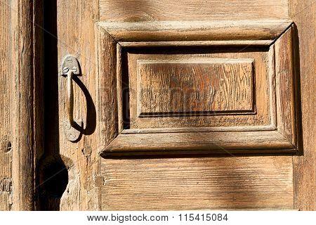 Old Door And Ancien Wood  Hinge