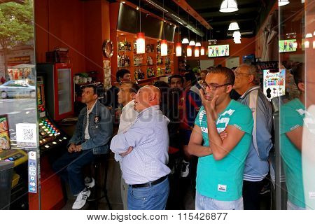 Barcelona, Spain - May 17, 2014: Fc Barcelona Fans Watching A Football Match In A Sports Bar