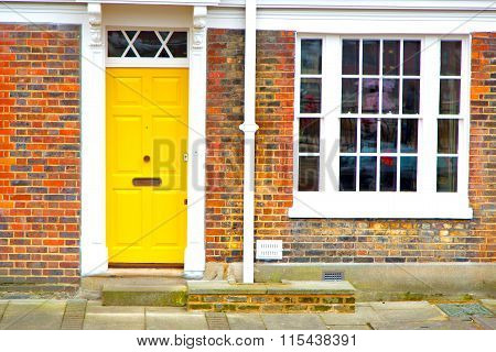 Notting   Hill  Area  In  Antique Yellow  Wall