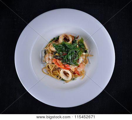 Spaghetti Drunken Seafood In The White Dish