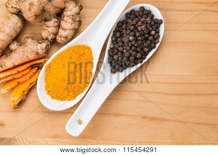 Turmeric Roots And Black Pepper Combination Enhances Curcumin Absorption
